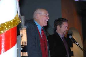 LA City Councilmember Bill Rosendahl and actor Robert Downey Jr light up Venice for the holidays. Photo credit: Betsy Annas, City of Los Angeles
